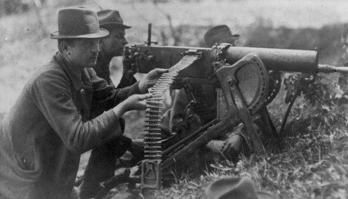 III powstanie śląskie - powstańczy ciężki karabin maszynowy Maxim wz. 1908 na podstawie saneczkowej w akcji nad Odrą.