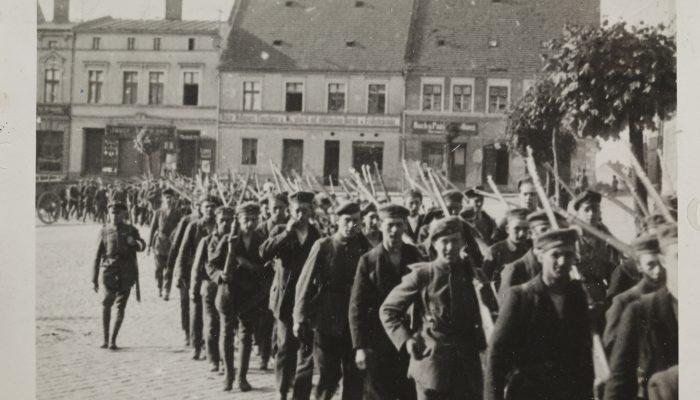 wymarsz powstańców 1920